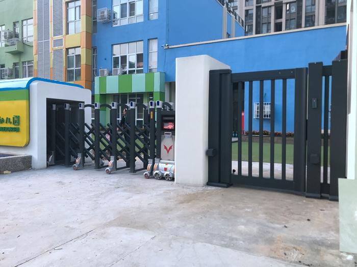 电动伸缩门-高新区春藤路第一幼儿园