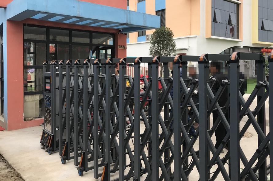 电动伸缩门-香港普雷斯顿幼儿园